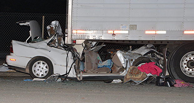 Featured PHOTO -- 120914-Fatal-Crash-Castaic-Two-Children-One-Man